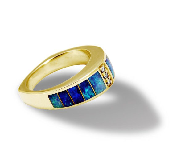 Women's ring made of gold, opals and diamonds
